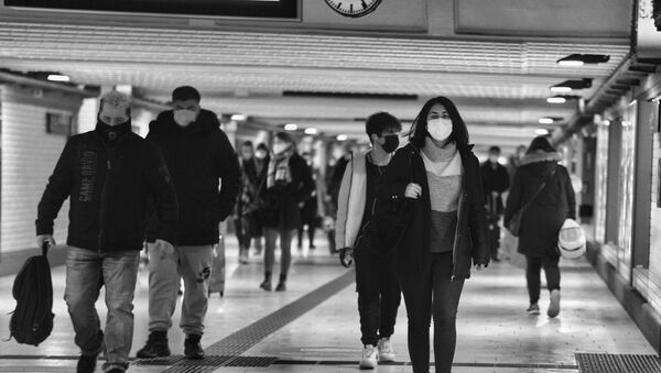 Des personnes en masques - Sputnik France