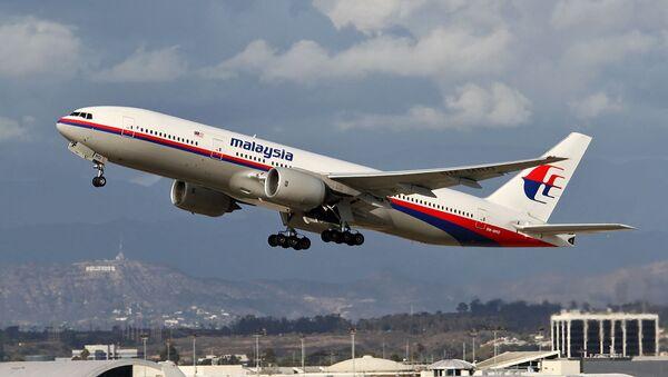 Le Boeing 777-200ER, disparu le 8 mars 2014, pris en photo à Los Angeles un an avant sa disparition - Sputnik France