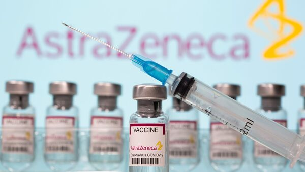Vaccin AstraZeneca et une séringue, image d'illustration - Sputnik France