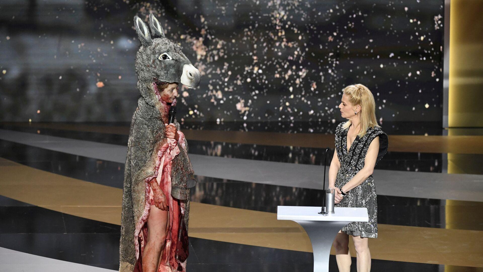 Corinne Masiero sur scène lors de la 46e cérémonie de César à l'Olympia à Paris, le 12 mars 2021 - Sputnik France, 1920, 13.03.2021