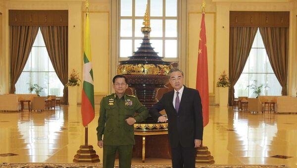 Wang Yi et Min Aung Hlaing au Myanmar le 12 janvier 2021 - Sputnik France