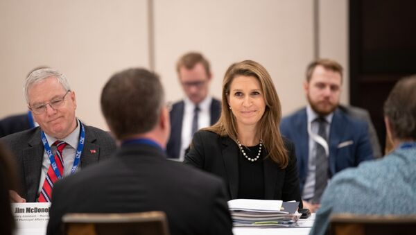 Caroline Mulroney assistant à la conférence ROMA à l'écoute des citoyens de l'Ontario - Sputnik France