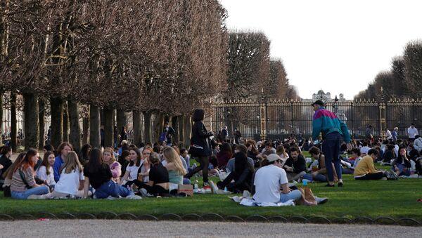 Au Jardin du Luxembourg à Paris en pleine épidémie de Covid-19, le 24 février 2021  - Sputnik France