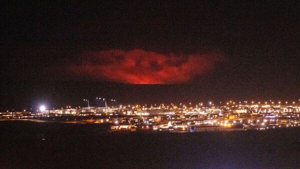 Coulées de lave et reliefs incroyables: l'éruption d'un volcan en Islande   - Sputnik France