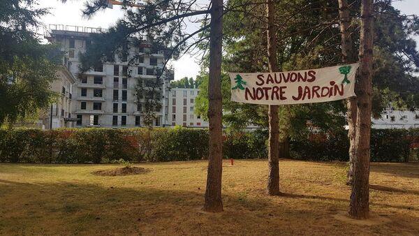 L' amicale de la résidence Bateliers-Antonini à Clichy se bat pour ses espaces verts - Sputnik France