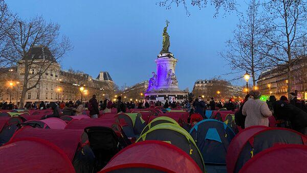 Campement de migrants Place de la République à Paris - Sputnik France