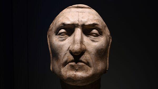 Masque de Dante Alighieri pour les 700 ans de l'anniversaire de sa mort (Florence ) - Sputnik France