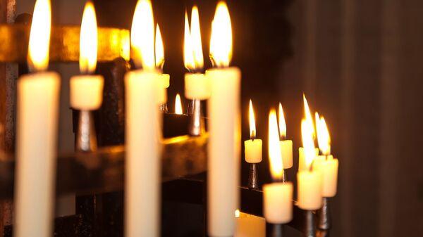 Des bougies dans une église - Sputnik France
