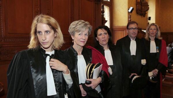 Le Parquet National Financier: de gauche à droite, la magistrate Ariane Amson, la procureur Eliane Houlette, les vice-procureurs Monica d'Onofrio et Patrice Amar, et la procureur Lovisa-Ulrika Delaunay-Weiss, le 3 mars 2014. - Sputnik France