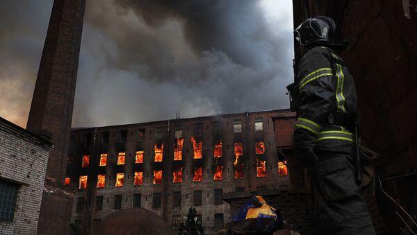 Un incendie à la fabrique historique Nevskaïa Manoufaktoura de Saint-Pétersbourg, le 12 avril 2021 - Sputnik France