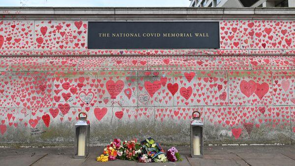Mur commémoratif national  en mémoire des victimes du Covid sur la digue de la rive sud de la Tamise à Londres, le 8 avril 2021. - Sputnik France