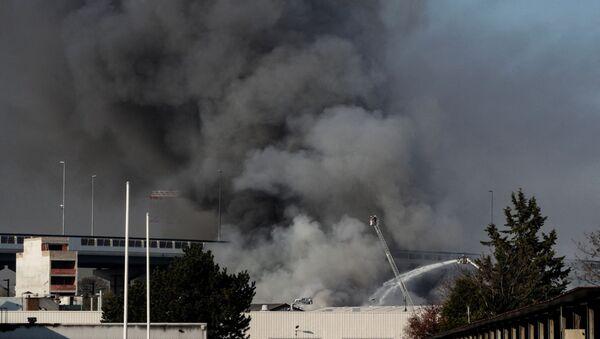 Incendie dans un entrepôt d'Aubervilliers, le 16 avril 2021 - Sputnik France