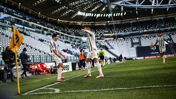 Cristiano Ronaldo et Federico Chiesa fêtent un but marqué avec la Juventus Turin contre le Napoli, avril 2021 - Sputnik France