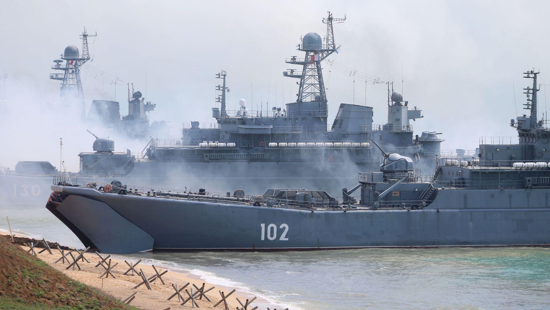 Des exercices militaires en Crimée, avril 2020 - Sputnik France, 1920, 25.06.2021