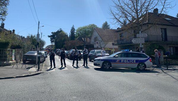 Devant le commissariat de Rambouillet après l'attaque au couteau, le 23 avril 2021 - Sputnik France