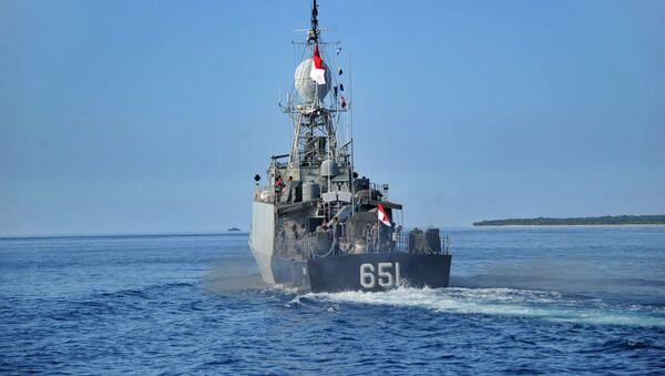 Un patrouiller indonésien quitte la base navale à Banyuwangi alors que l'opération de recherche du sous-marin disparu - Sputnik France