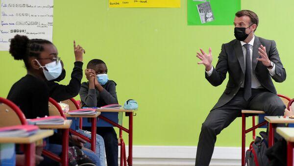 Macron en visite dans une école à Melun - Sputnik France
