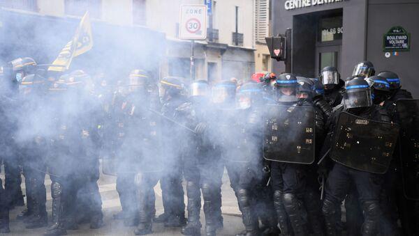 Les forces de l'ordre déployés pendant la manifestation du 1er mai à Paris, en 2021 - Sputnik France