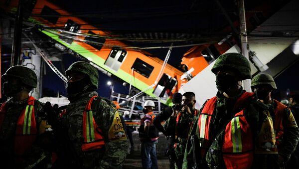 Un pont s'effondre sous une rame de métro à Mexico, 20 morts et près de 70 blessés - Sputnik France