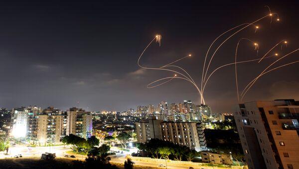 Le drone de fer israélien intercepte les roquettes lancées depuis la bande de Gaza, Israël, 10 mai 2021 - Sputnik France