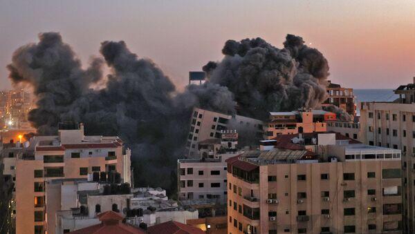 Destructions et incendies après les frappes en Israël et à Gaza  - Sputnik France