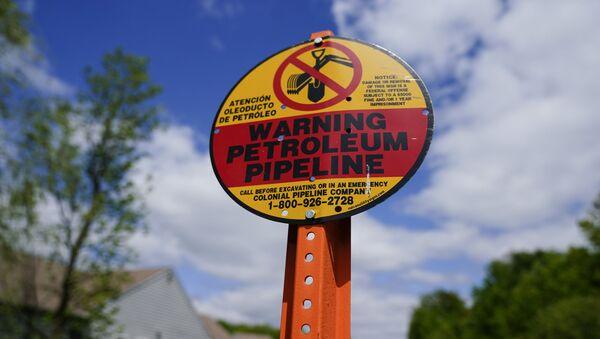 Un panneau d'avertissement installé près du Colonial Pipeline à Garnet Valley, aux États-Unis - Sputnik France