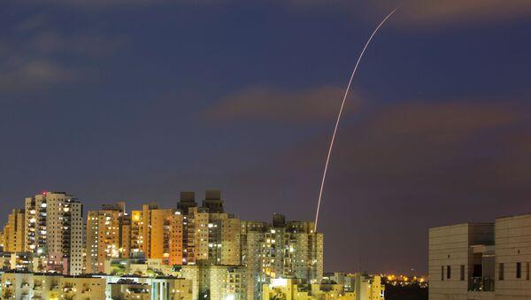 Le système antiaérien Dôme de fer intercepte des roquettes tirées depuis la bande de Gaza, en mai 2021 - Sputnik France