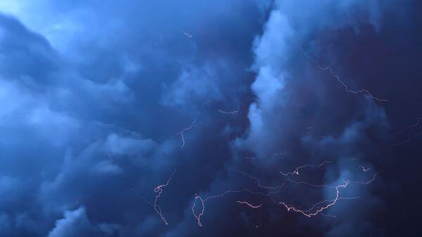 Orage, éclairs, nuages - Sputnik France