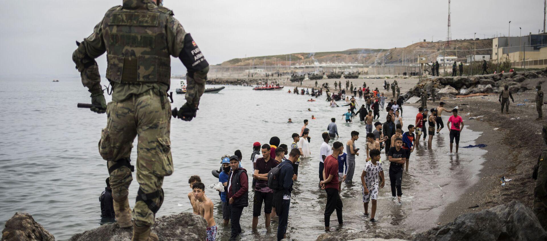 Situation à Ceuta, où des milliers de migrants ont afflué lundi dans l'enclave espagnole depuis le Maroc, le 18 mai 2021 - Sputnik France, 1920, 18.05.2021