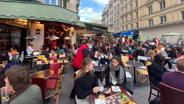 Ouverture des terrasses à Paris, le 19 mai 2021 - Sputnik France