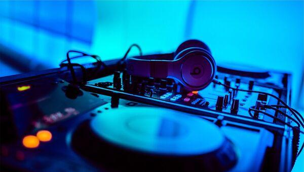 Table de mixage, en discothèque (image d'illustration) - Sputnik France