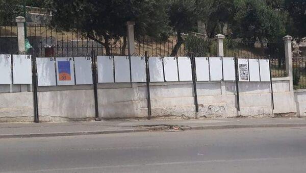 Peu d'affiches sur les tableaux en ce début de campagne électorale pour les législatives du 12 juin - Sputnik France