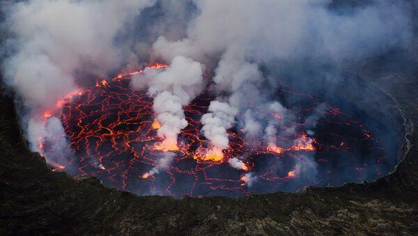 Vue du lac de lave du Nyiragongo en 2011 - Sputnik France