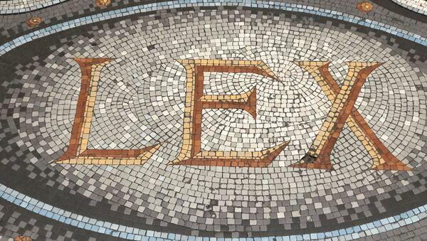 La Loi L'inscription mosaïque sur le sol du Palais de Justice, Paris - Sputnik France