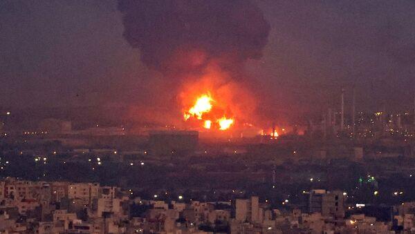 Violent incendie dans une raffinerie de pétrole à Téhéran    - Sputnik France