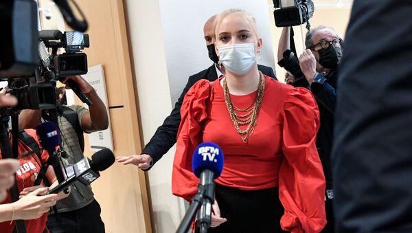 Mila, revient dans la salle d'audience, le jour du procès - Sputnik France