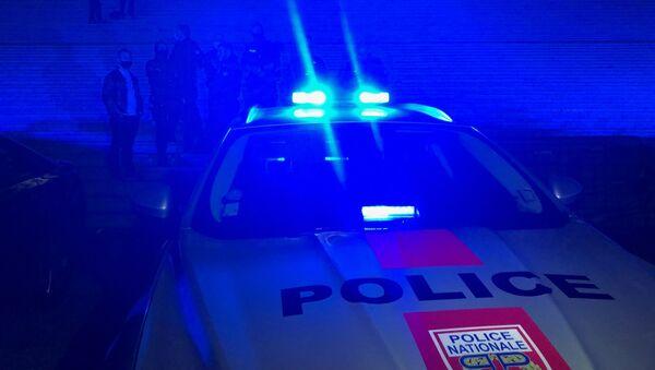 Une voiture de police lors d'une manifestation nocturne. Image d'imllustration - Sputnik France