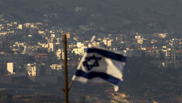 Oct. 11, 2018, an Israeli flag in front of the village of Majdal Shams in the Israeli-controlled Golan Heights. Syria slammed President Donald Trump's abrupt declaration that Washington will recognise Israel's sovereignty over the Israeli-occupied Golan Heights, saying Friday March 22, 2019, the statement was irresponsible and a threat to international peace and stability - Sputnik France