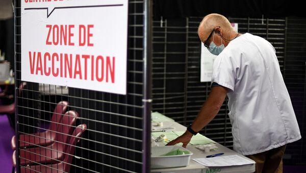 Un centre de vaccination en France - Sputnik France