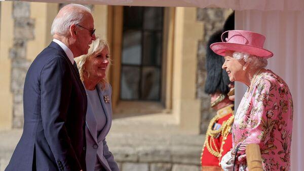 La reine Elizabeth II, Joe et Jill Biden, le 13 juin 2021 - Sputnik France