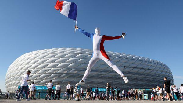 Un supporter du match opposant la France à l'Allemagne le 15 juin 2021 - Sputnik France