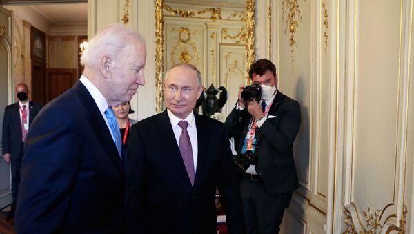 Vladimir Poutine et Joe Biden à Genève - Sputnik France