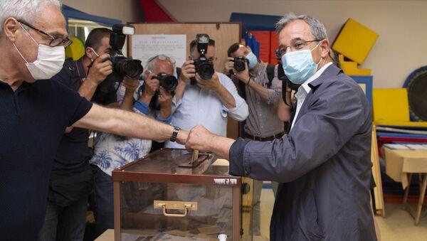 Thierry Mariani vote en Paca - Sputnik France