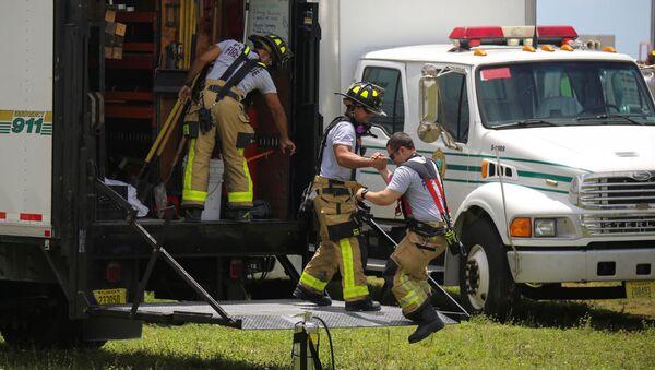 Спасатели на месте обрушения здания в Майами  - Sputnik France
