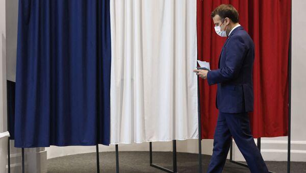 Le Président de la République Emmanuel Macron vote au Touquet pour le deuxième tour des élections régionales, le 27 juin 2021 - Sputnik France