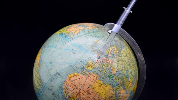 Une seringue et un globe - Sputnik France