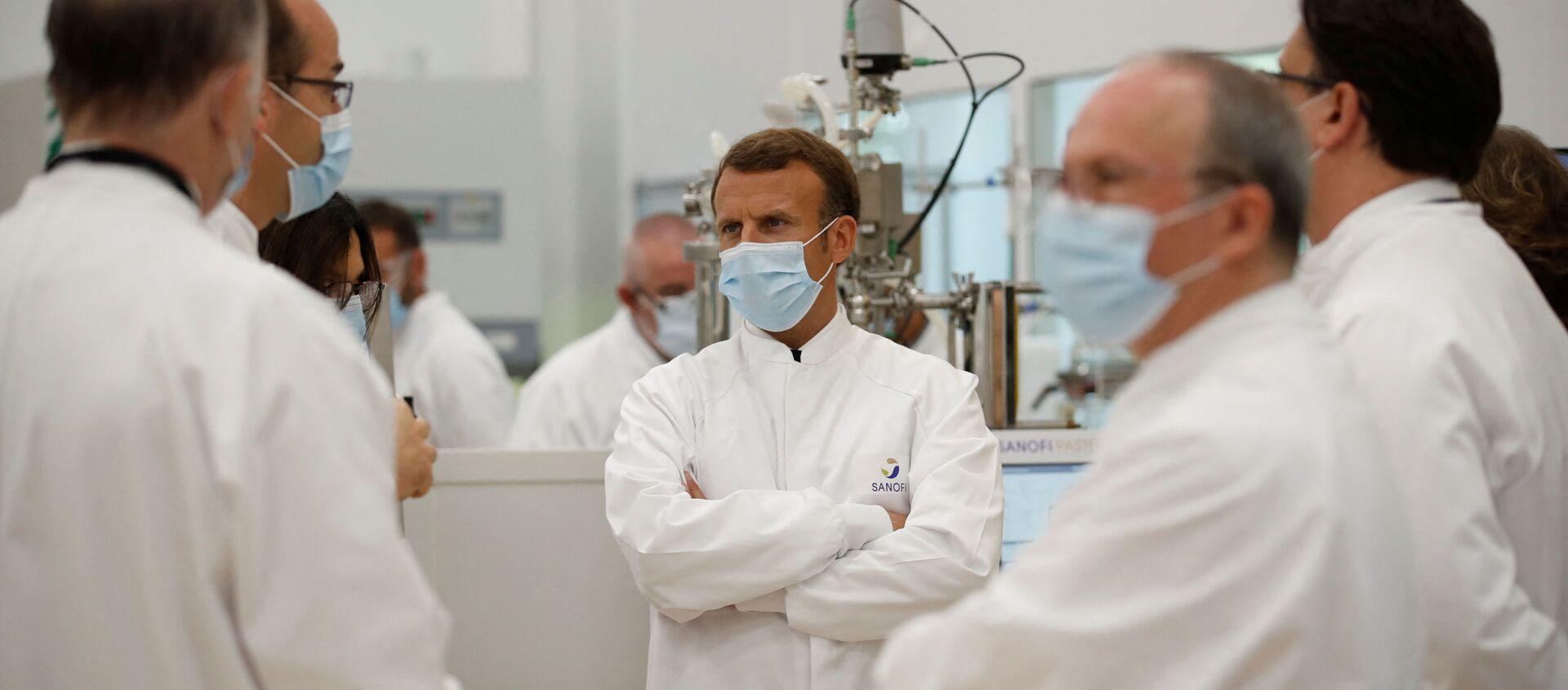 Le Président de la République française Emmanuel Macron visite un laboratoire Sanofi à Marcy-l'Etoile, près de Lyon, juin 2020 - Sputnik France, 1920, 29.07.2021