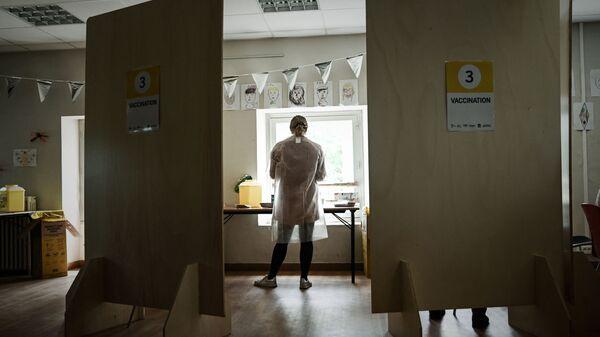 Une soignante dans un centre de vaccination contre le Covid-19 à Bacalan près de Bordeaux, mai 2021 - Sputnik France