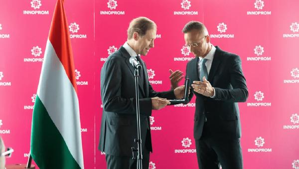 Denis Mantourov reçoit un ordre hongrois - Sputnik France