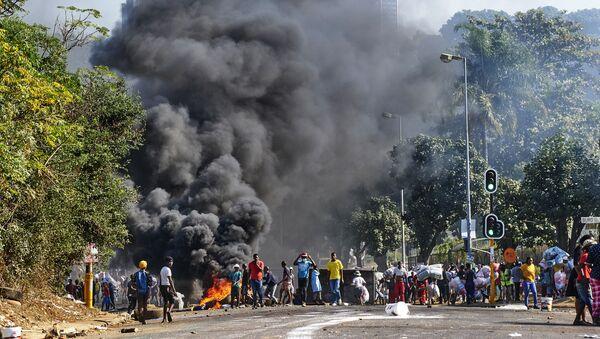 Les incendies criminels et les pillages. Durban, Afrique du Sud - Sputnik France